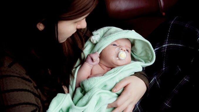 Quand peut-on mettre un bébé dans un sac de couchage